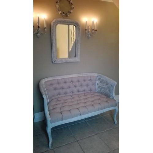 Gammel hvidpatineret 2 personers sofa