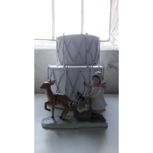Pige med slæde og rensdyr