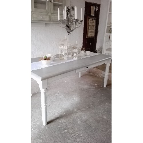 Hvidt langbord med grålig plade og skuffer